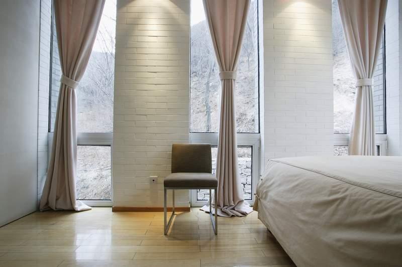Ткань для штор должна быть устойчивой к выгоранию. Но если и плотные  портьеры не защищают от яркого солнечного света f548fbf875cc1