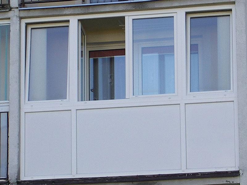 Дизайн остекления шестиметрового балкона алюминиевыми рамами.