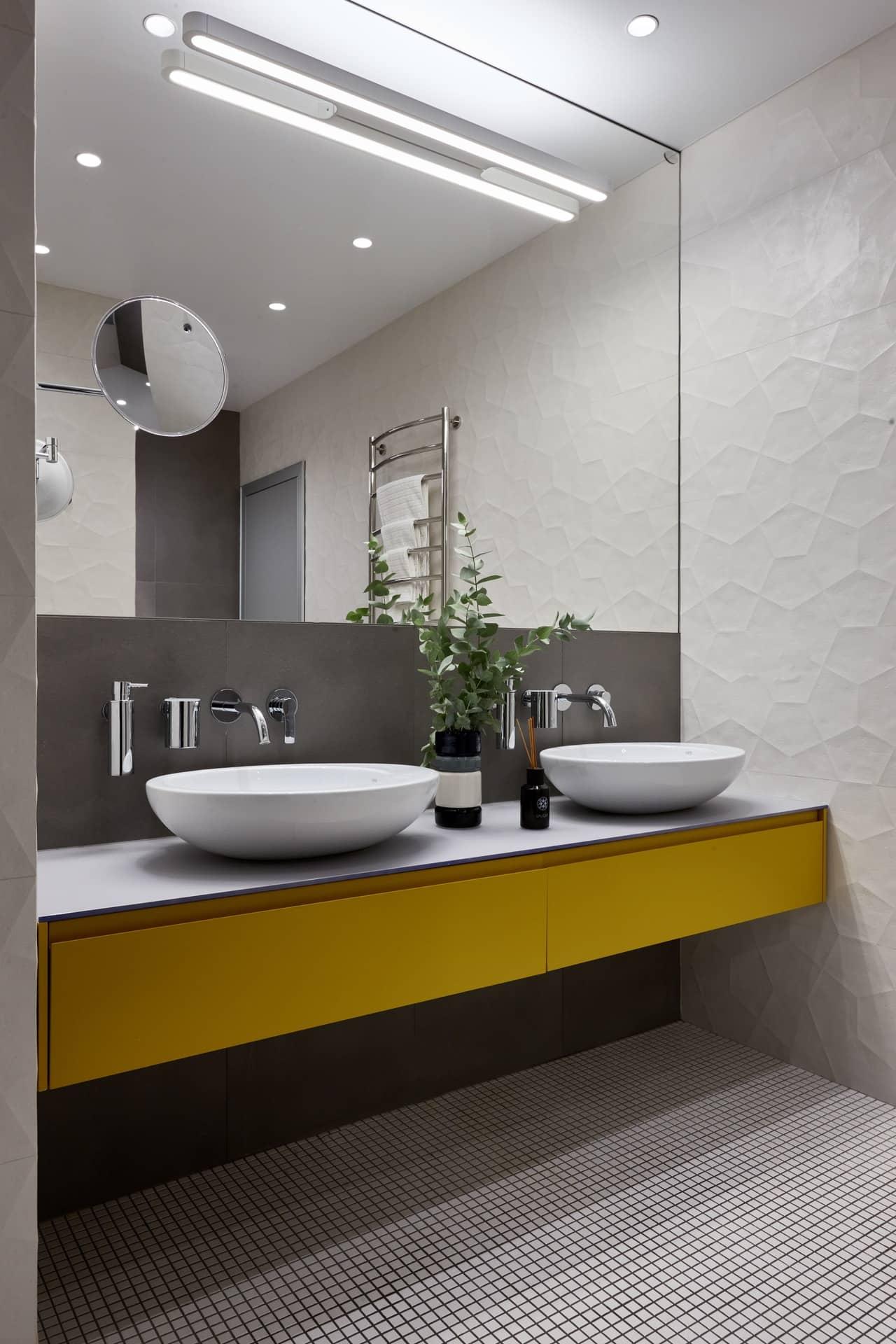 Современный интерьер ванной комнаты с мозаикой
