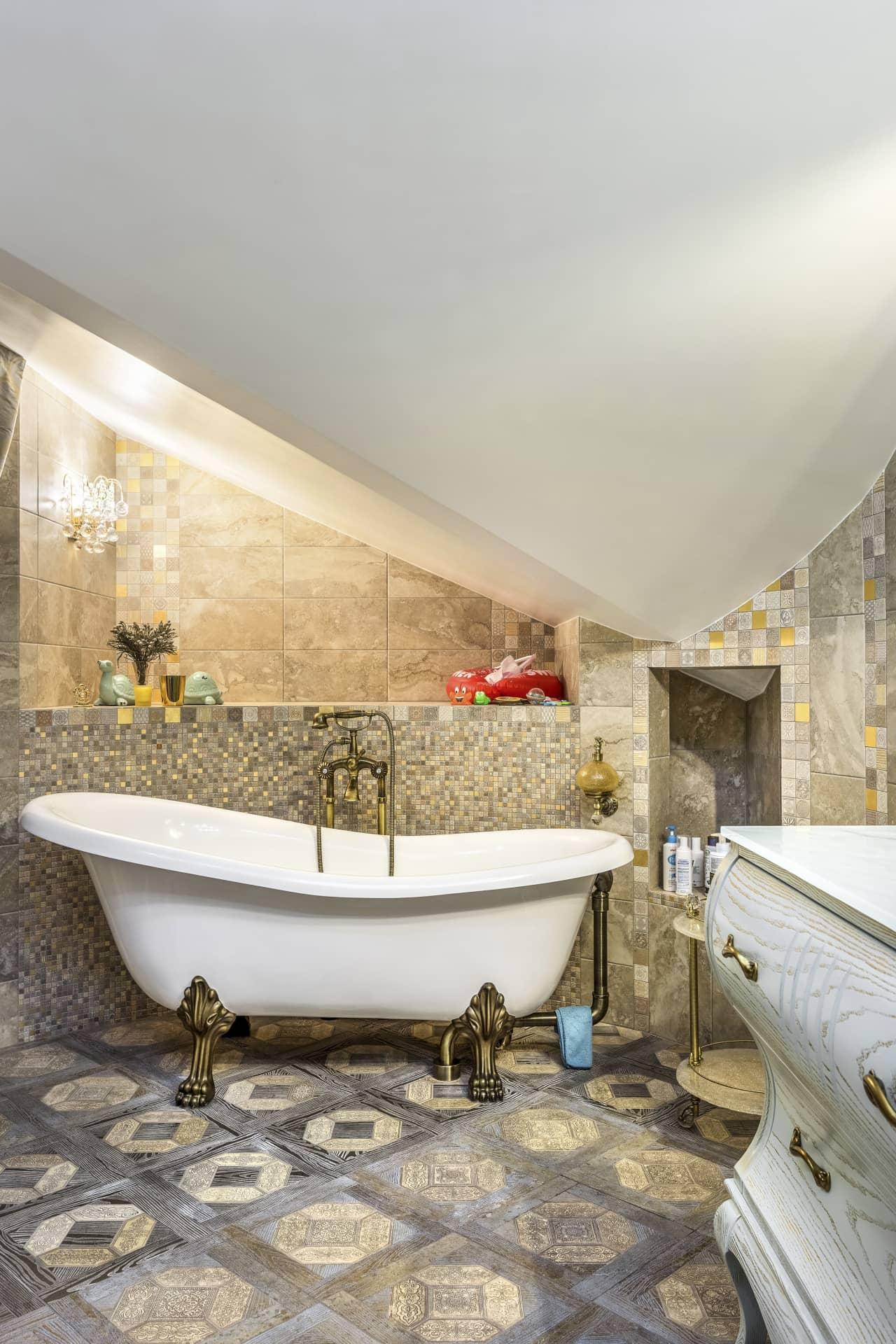 Дизайн ванной комнаты в квартире в стиле неоклассика