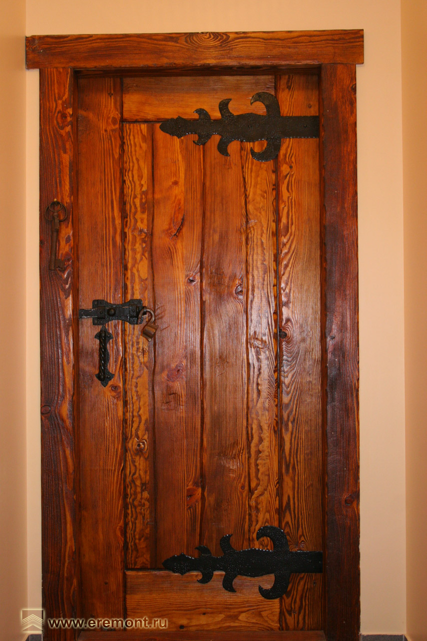 двери деревенские входные